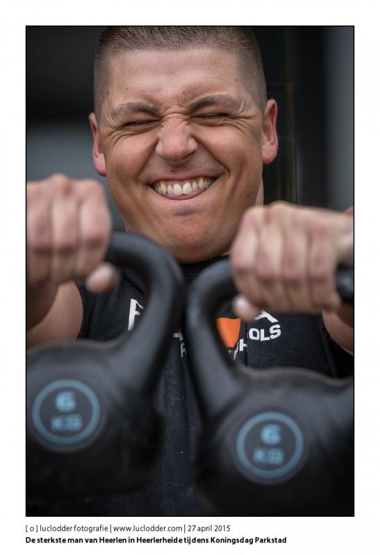 De sterkste man van Heerlen in Heerlerheide tijdens Koningsdag Parkstad