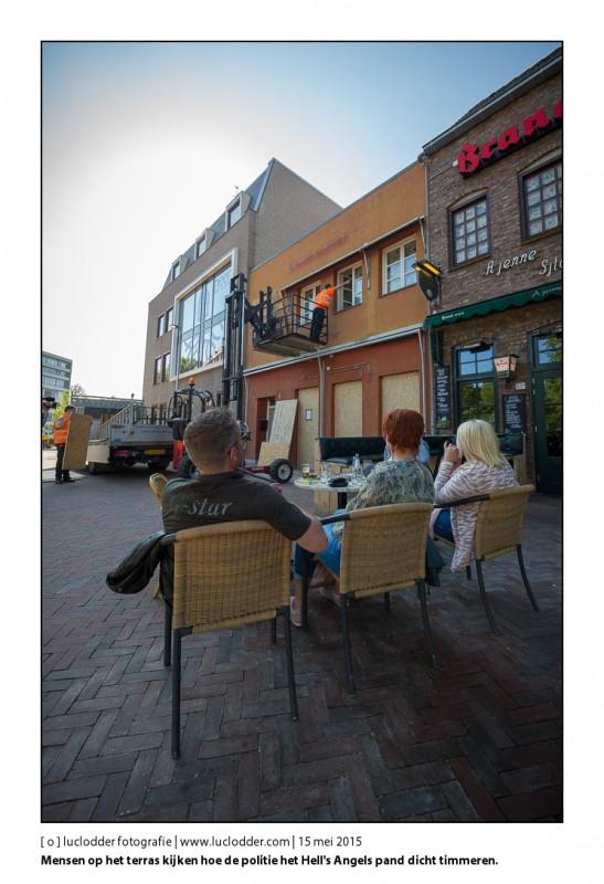 Inval in Pand van de Hell's Angels aan de Markt in Kerkrade, ontruimd en afgesloten. Politie heeft het pand laten dichttimmeren.