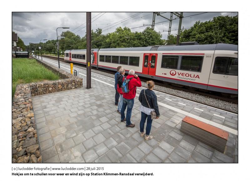 Schuilhuisjes / Hokjes om te schuilen voor weer en wind zijn op Station Klimmen-Ransdaal verwijderd.